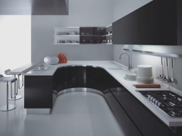Кухонный гарнитур переходит в обеденный стол