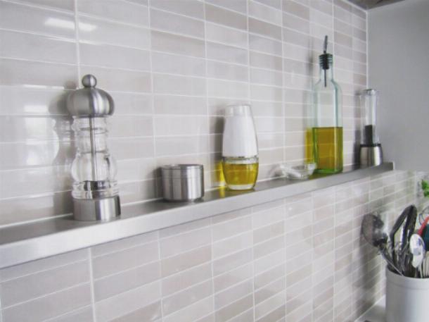 Создать кухонную полку своими руками достаточно протсо