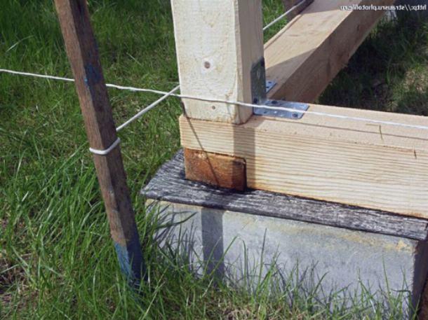 Балки уложены на рубероидную подложку
