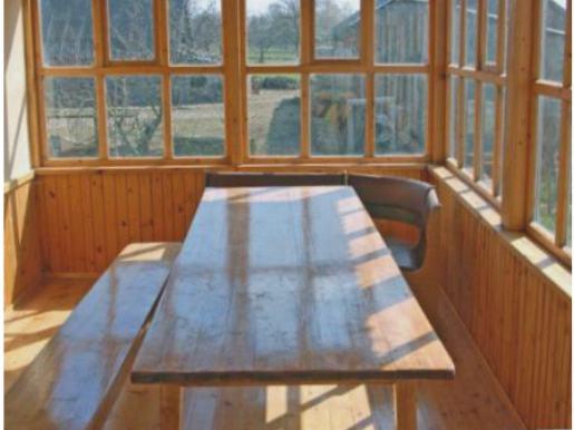Для летней веранды достаточно остекления в одно стекло