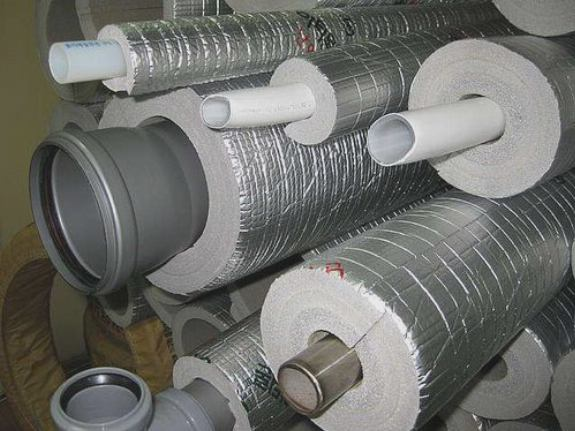 Для теплоизоляции канализационных труб, часто пенофол
