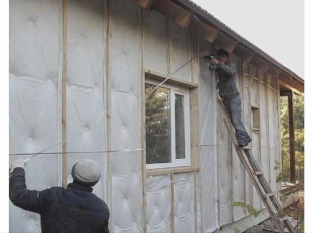 Для утепления деревянного дома существует много вариантов