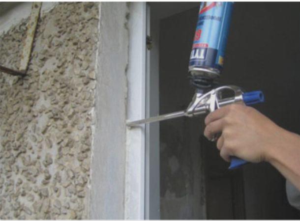 Для утепления швов используется силиконовый герметик