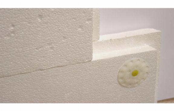 Крепление пенопластовых плит при помощи дюбелей