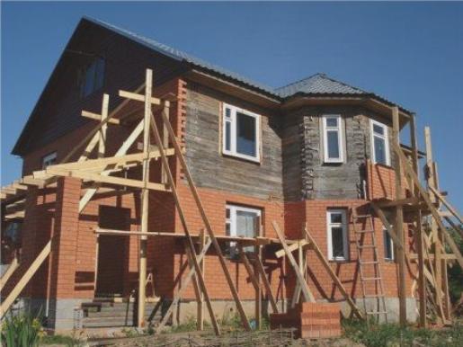 Отделка фасада кирпичом значительно повышает пожаробезопасность дома