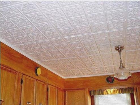 Пенополистирольные плиты на потолке кухни