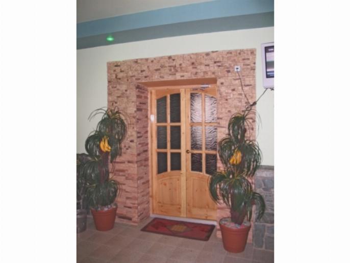 Пример дверного проема отделанного кирпичом