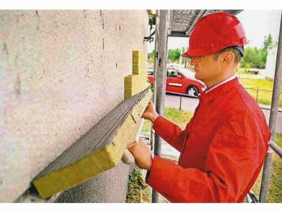 Процесс утепления стены из кирпича