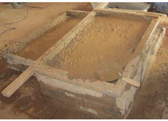 Размоченную глину нужно перетереть через сита