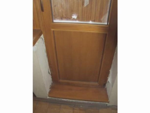Утепление деревянной балконной двери поможет сохранить тепло в комнате