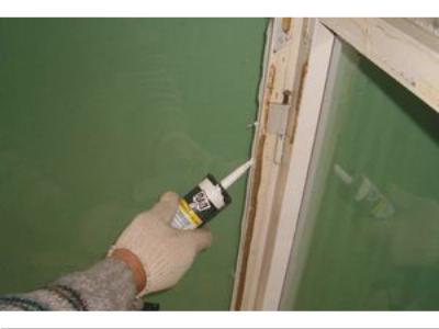 Утепление деревянных окон с помощью прозрачного герметика