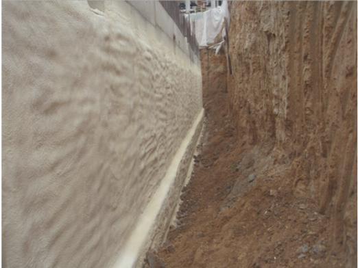 Утепление фундамента ППУ также защищает основание и от грунтовых вод
