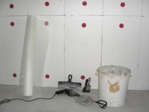 Утепление пенопластом стен помещения