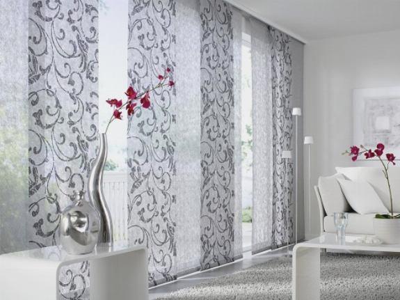 Полупрозрачные японские шторы в гостиной