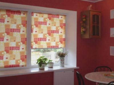 Рулонные шторы защищают от солнца