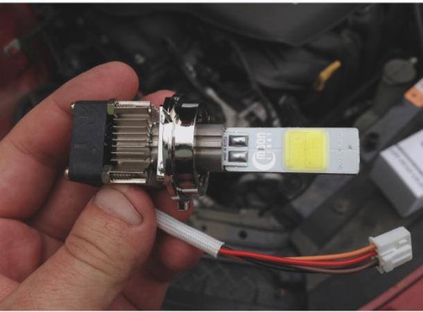 Светодиодная лампа H7 с креплением типа K.