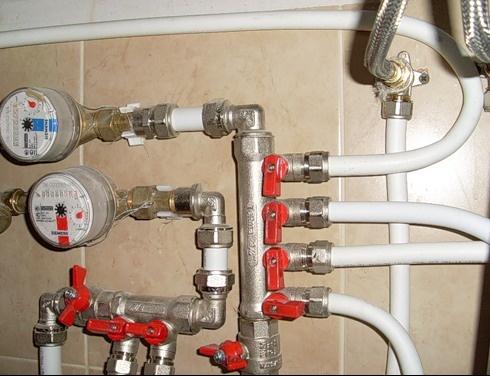 montazh-vodoprovoda-iz-metalloplastikvjyh-trub